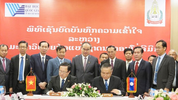 Vietnamese, Lao national universities foster exchanges hinh anh 1