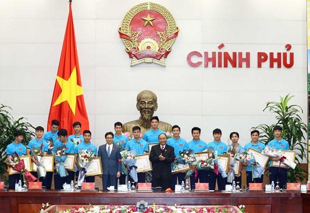 PM Nguyen Xuan Phuc welcomes U23 Vietnam hinh anh 1