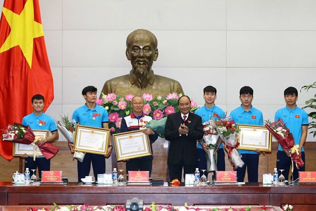 PM Nguyen Xuan Phuc welcomes U23 Vietnam hinh anh 2