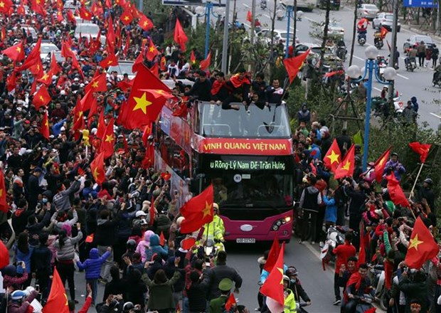 U23 Vietnam return home to warm welcome hinh anh 1
