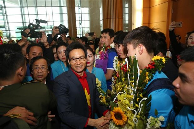 U23 Vietnam return home to warm welcome hinh anh 2