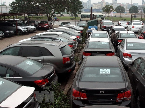 Ministry clarifies decree on imported autos hinh anh 1