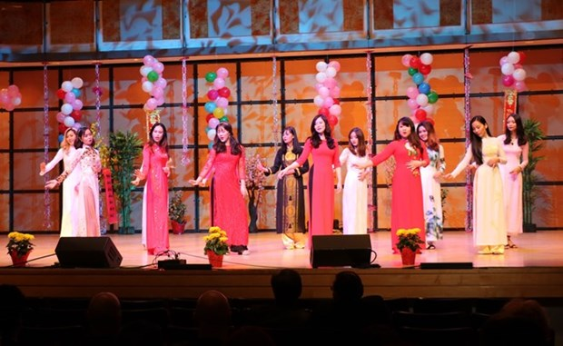 Vietnamese expats in Canada gather for Tet celebration hinh anh 1