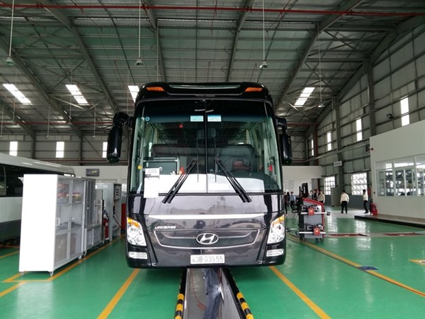 Thaco opens smart truck, bus showroom hinh anh 1