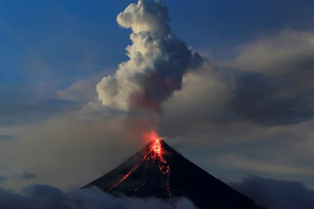 Philippine Mayon volcano eruption: shelters in poor sanitation conditions hinh anh 1