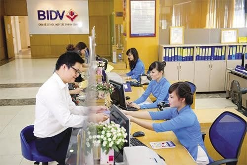 Banks expect higher profits from retail banking services hinh anh 1