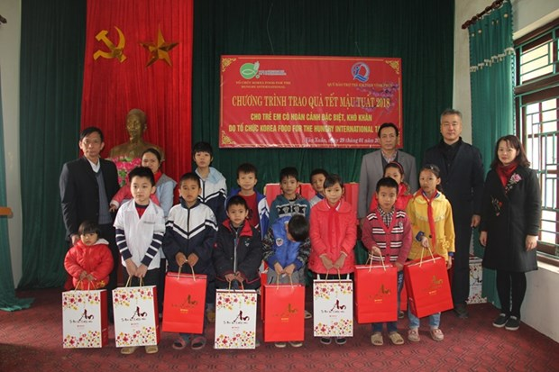 Tet gifts for underprivileged children in Vinh Phuc hinh anh 1