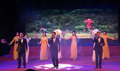 Hanoi art programme promotes international friendship hinh anh 1