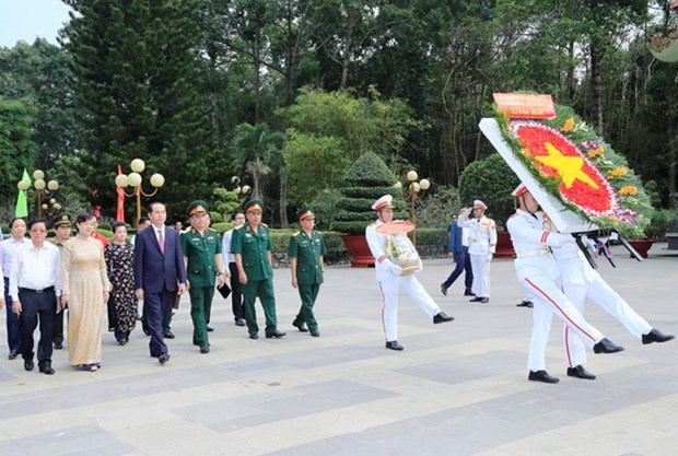 State leader presents Tet gifts in Ho Chi Minh City hinh anh 1