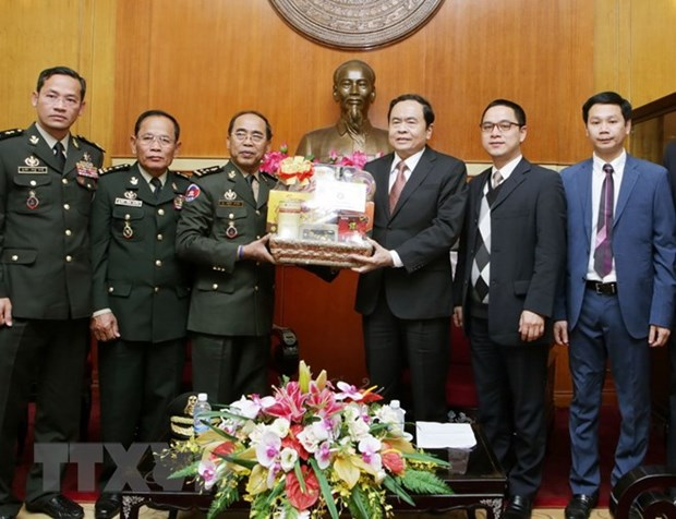 VFF leader receives Cambodian army official hinh anh 1