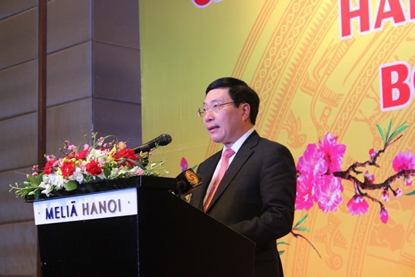 Deputy PM hosts diplomatic corps hinh anh 1