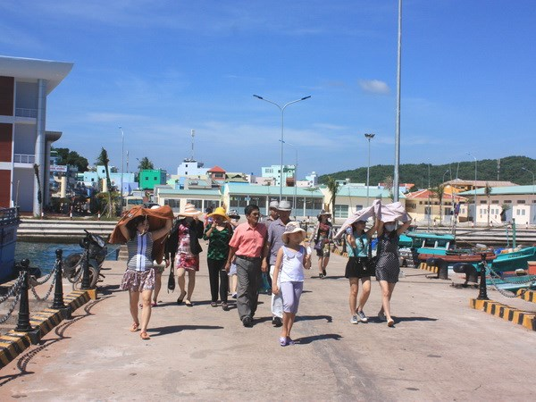 Phu Quoc island greets 260,000 tourists in first month of 2018 hinh anh 1