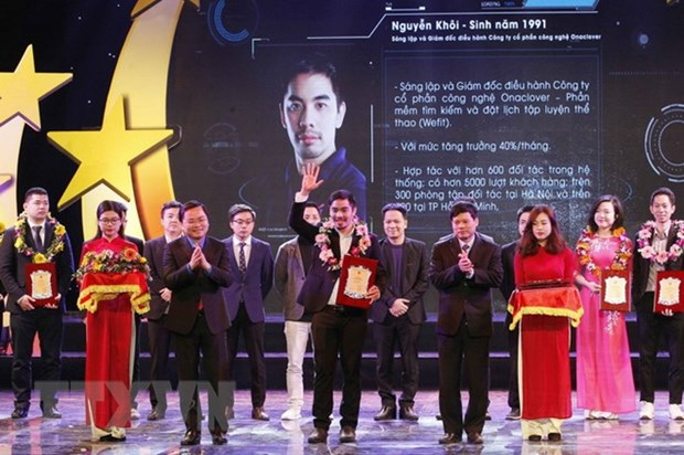 Hanoi honours 10 outstanding youths in 2017 hinh anh 1