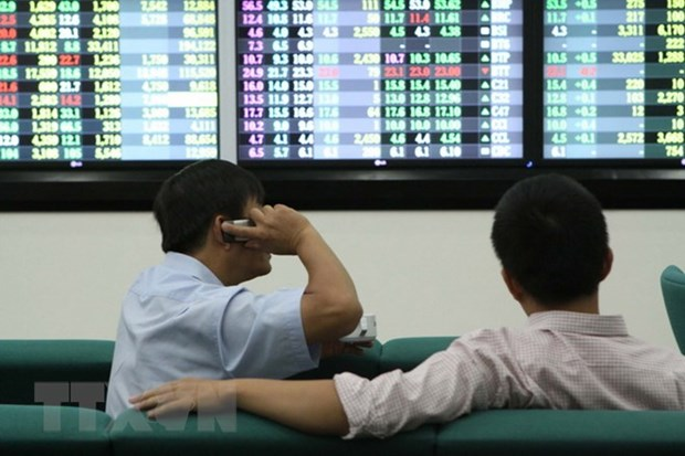 Shares drop on selling pressure hinh anh 1