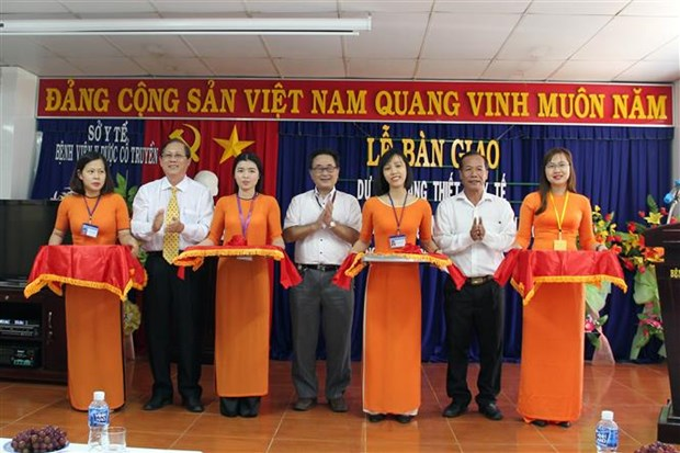 Japan gives medical equipment as aid for Ninh Thuan hinh anh 1