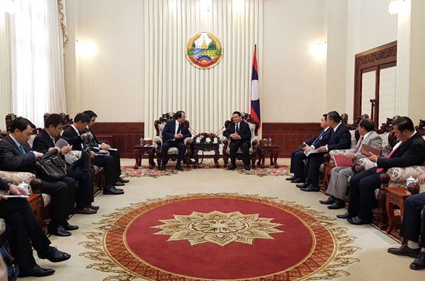 Vietnamese, Lao government offices boost ties hinh anh 1