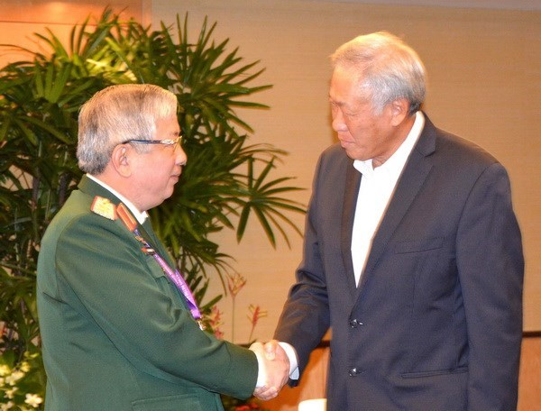 Vietnam's senior officer meets defence ministers of Singapore, China hinh anh 1