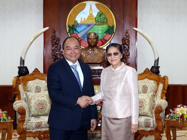 Vietnamese Prime Minister meets with Laos' Party, parliamentary leaders hinh anh 2
