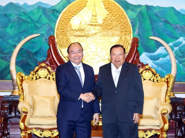 Vietnamese Prime Minister meets with Laos' Party, parliamentary leaders hinh anh 1