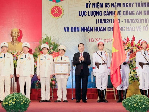 President awards Fatherland Defence Order to guard force hinh anh 1