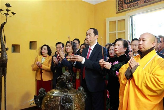State leader offers incense to President Ho Chi Minh hinh anh 1