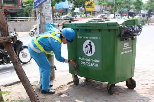 Hanoi raises waste collection capacity by 50 percent to serve Tet hinh anh 1