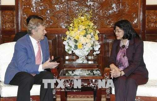 Vice President meets CEO of Operation Smile hinh anh 1