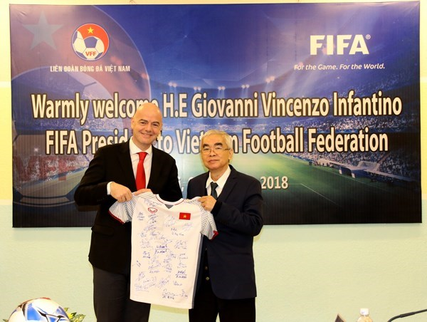 FIFA pledges support for Vietnam's football development hinh anh 1