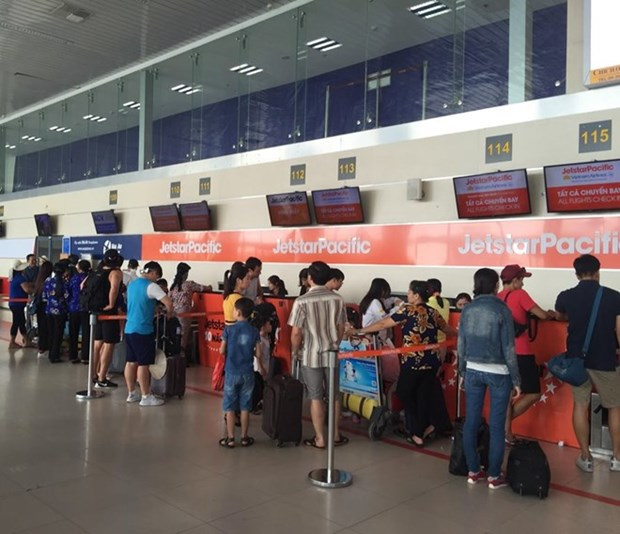 Noi Bai airport increases services during Tet holidays hinh anh 1