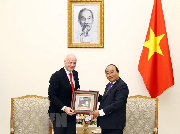 Prime Minister welcomes FIFA President hinh anh 1