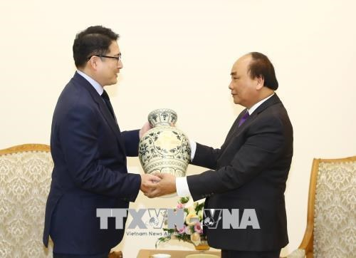 PM promises optimal conditions for Korean investors hinh anh 1