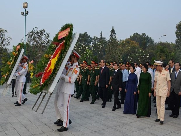 HCM City officials commemorate war martyrs hinh anh 1