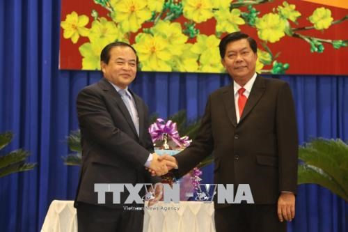 Cambodian officials deliver New Year greetings to Long An hinh anh 1
