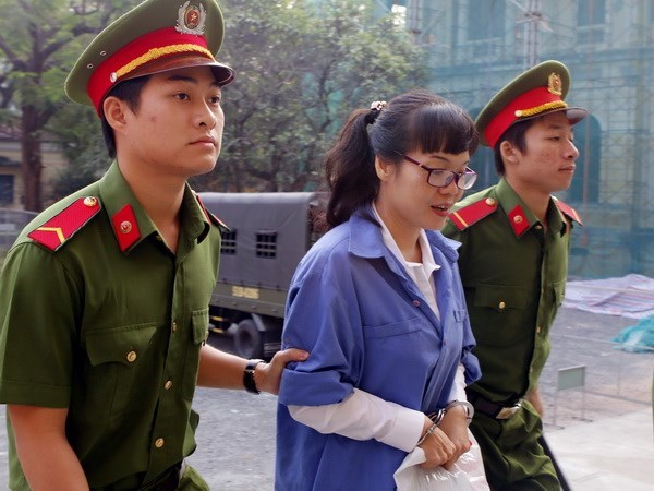Life sentence given to swindling ex-Vietinbank official hinh anh 1