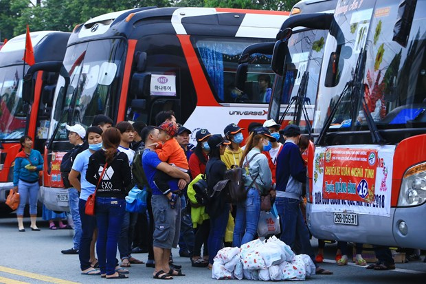 Free coaches bring workers home for Tet hinh anh 1
