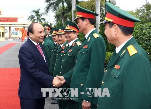 PM makes working trip to Military Zone 5 hinh anh 1