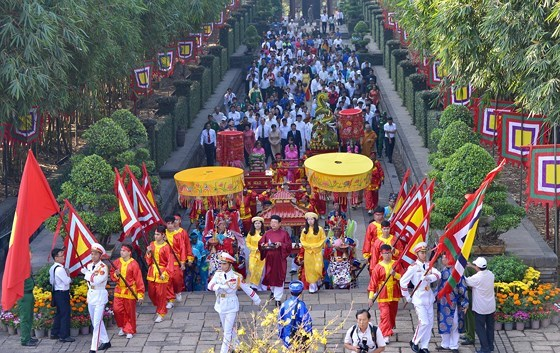 HCM City presents Tet offerings to Hung Kings hinh anh 1