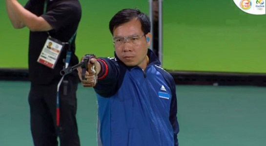 Hoang Xuan Vinh ranks second in 10m air pistol shooting worldwide hinh anh 1
