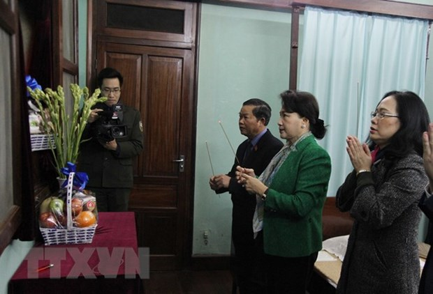 NA leader offers incense to President Ho Chi Minh hinh anh 1