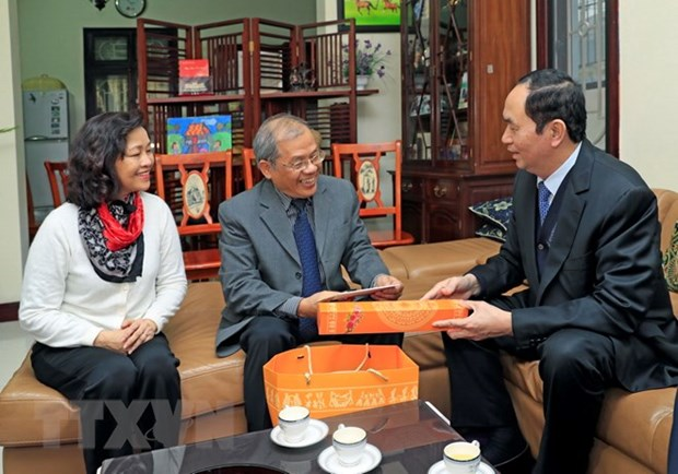 President pays Tet visits to outstanding intellectuals in Hanoi hinh anh 1