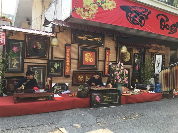 Traditional calligraphy markets welcome Tet hinh anh 1