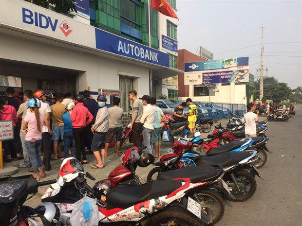 Central bank tackles ATM overload at industrial zones hinh anh 1