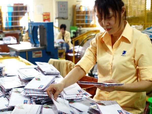 Tet keeps post office, delivery firms busy hinh anh 1