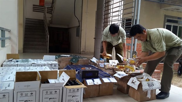 Fake booze, cigars flooding country as Tet nears hinh anh 1