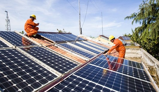 Vietnam strives to attract more investment in solar power hinh anh 1