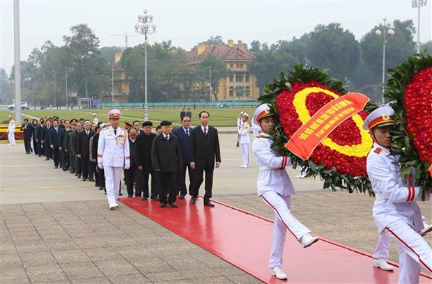 Leaders pay tribute to President Ho Chi Minh ahead of Tet hinh anh 1