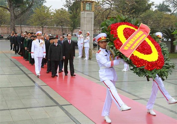 Leaders pay tribute to President Ho Chi Minh ahead of Tet hinh anh 2