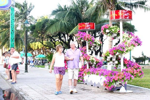 Foreign tourists flock to Nha Trang to celebrate Tet hinh anh 1