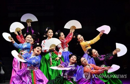 PyeongChang 2018: Olympic cities offer various cultural events hinh anh 1