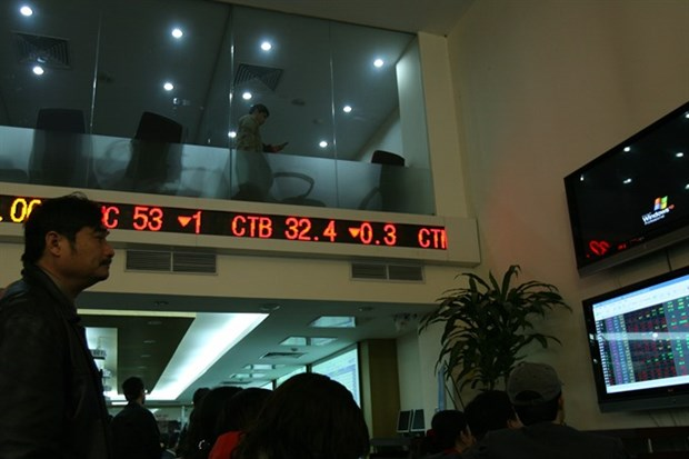 Shares gain on oil and banking stocks hinh anh 1